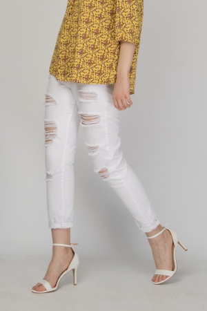 COZY White Ripped Boyfriend Jeans